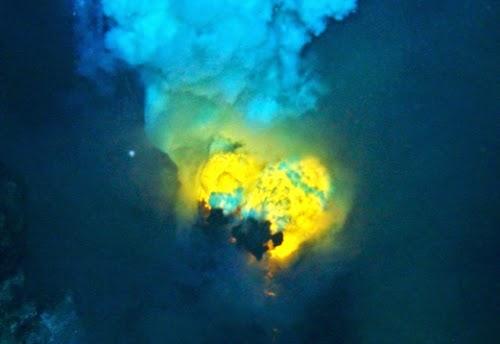 gunung berapi bawah laut