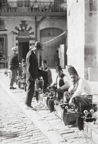 Tukang semir sepatu di Yerusalem 1920-1933