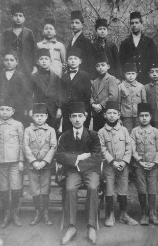 Foto Guru bersama murid-muridnya tahun 1910