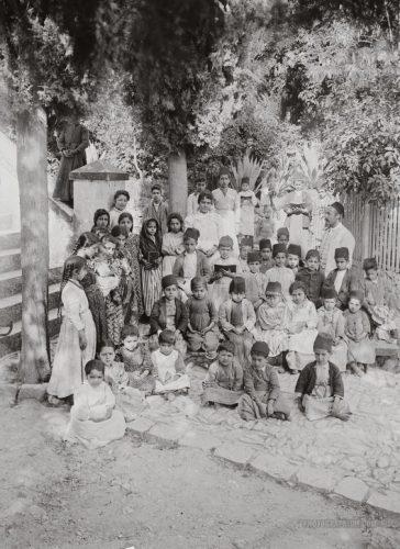 Anak-anak sekolah di Nablus Palestina 1900-1920