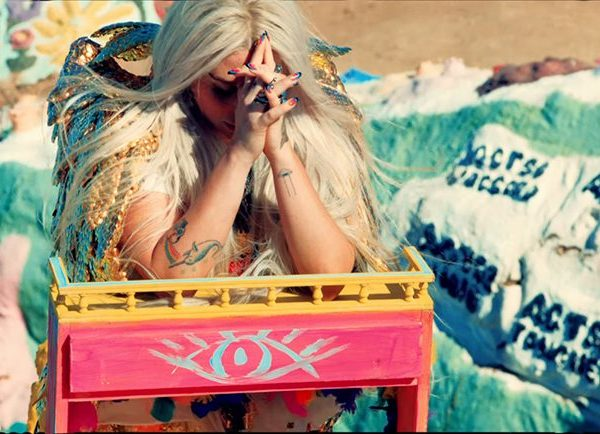 "Video Kesha ""Praying"", Simbol Perbudakan Industri Musik"